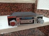 radiocasete para coche clásico punto azu - foto