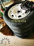 neumático+las llantas+ tornillosytapas - foto