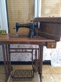 Màquina de coser antigua - foto