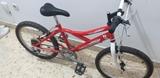 bicicletas 20 pulgadas con un casco 30 - foto
