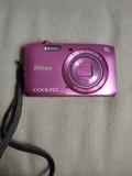 Cámara Nikon 8x wide rosa con funda - foto