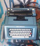 Maquina de escribir Olivetti STUDIO 46. - foto