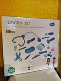 Juguete de médico nuevo a estrenar - foto