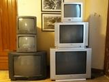 Seis televisores con pantalla de tubo - foto