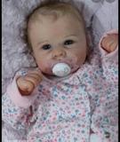 Bebés hiperrealistas. - foto