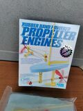 Rubber band powered. propeller engines j - foto