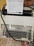Vendo maquina de escribir eléctrica - foto