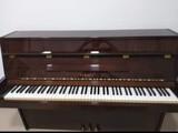 Piano  vertical modelo Yamaha - foto