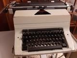 Máquina de escribir Royal 480 - foto