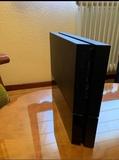 Playstation 4 con mando y 6 juegos - foto