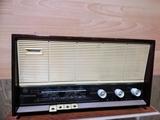 Radio a válvulas Philips mod. B4E25A. - foto
