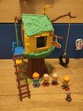 casa del árbol de caillou - foto