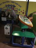 Toros, pene y tabla de surf mecanicos - foto