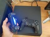 PS4 1 TB , 2 mandos + juegos - foto