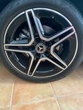 Llantas con neumático - foto