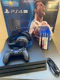PlayStation 4 con juegos y accesorios - foto