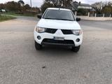 se vende Mitsubishi pick up - foto