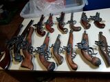 antiguas replicas de pistolas piratas - foto