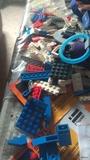 más de 100 piezas de lego - foto
