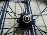 hacemos montaje de ruedas bicicleta - foto