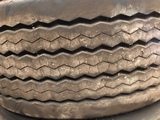 Neumático de camión - foto