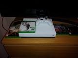Xbox one X 1TB y 4 juegos - foto