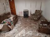 Trastos y basura en viviendas antiguas - foto