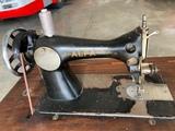 Maquina de coser manual alfa - foto