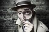 Detective - especialista en móviles - foto