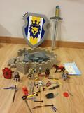 Se vende conjunto castillo-escudo-espada - foto