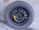 Neumático de repuesto - foto