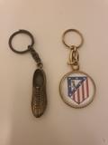 Llavero bota de futbol y atco de Madrid - foto