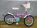 Bicicleta de niña rosa - foto