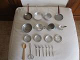 20 antiguas piezas de cocina de juguete. - foto