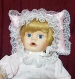Muñeca bebe antigua porcelana y trapo - foto