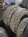 ruedas agricolas. - foto