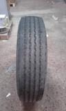 Neumáticos camión. - foto