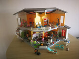 Casa moderna playmobil. - foto