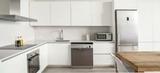 Montador de muebles de cocina, puertas, - foto