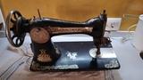 máquina antigua años 20 de coser Singer - foto