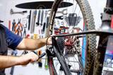 Tecnico de bicicletas - foto
