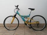 bicicleta de bajada/montaña - foto