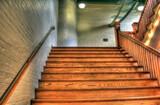 Abrillanto puertas, escaleras, mesas, - foto