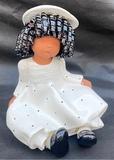 Muñeca de barro o terracota esmaltada - foto
