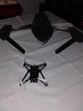 Drone con cámara y lancha - foto