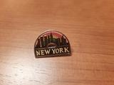 pin de New York, con skyline - foto