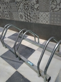 2 bicicleteros aparcar. - foto