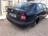 Škoda Octavia coche entero para piezas - foto