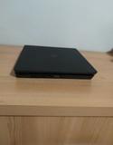 PlayStation 4 slim - foto