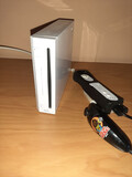 Wii con todos sus cables y mando - foto